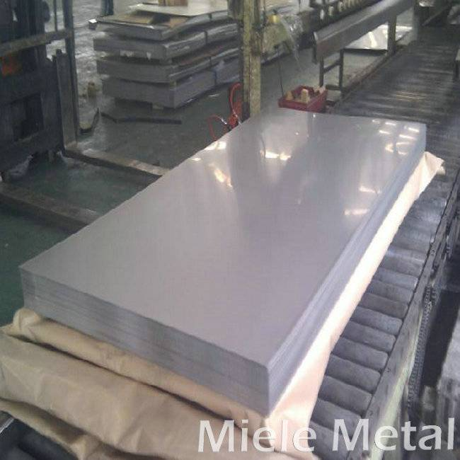 Wear-resistant stainless steel plate